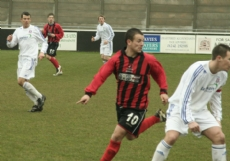 _mg_1331_chapman_points_for_pass_behind_lapham_73mins_vs_supermarine_19_apr_08_ross_crichton_in_background_700px.jpg